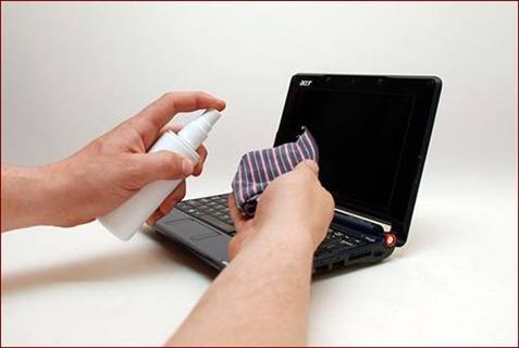 - Bộ vệ sinh laptop – giá khoảng 20 nghìn đồng: được bán rất nhiều ở các cửa hàng máy tính, linh kiện. Bộ vệ sinh này thường gồm 4 món: vải mềm, bình dung dịch vệ sinh, chổi quét bằng nhựa, quả bóng khí.  - Dầu vệ sinh tiếp điểm và bôi trơn - Contact Cleaner & Lubricant: bình xịt 450g giá khoảng 140 nghìn đồng.  - Máy hút bụi mini – giá khoảng 50 nghìn đồng: loại dành cho laptop, có đầu chổi kèm ống hút.  - Tăm bông.  - Bình xịt khí nén: bình xịt cầm tay có vòi dài và nhỏ, có thể đưa vào các khe nhỏ để thổi bụi. Có thể mua bình Viet Care 100 Dust Out giá thị trường khoảng 70.000 đồng.  - Bộ tô vít: bộ tô vít nhỏ để tháo ốc.  Thực tế, bạn không cần phải có đầy đủ các dụng cụ như trên thì mới vệ sinh được chiếc máy tính của mình. Hơn nữa, dầu vệ sinh và máy hút bụi mini có giá tương đối cao nên nhiều người không biết hoặc cảm thấy không thực sự cần thiết khi mua sử dụng những món này. Chỉ cần một bộ vệ sinh 4 món đơn giản như bên trên, giá rẻ, bạn vẫn có thể chăm sóc tốt cho chiếc máy tính của mình. Tất nhiên, khi cần