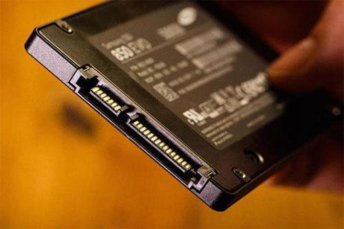 Ổ SSD có thể mất dữ liệu nếu không sử dụng